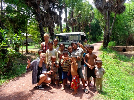 Friendly loccals and remote villages on tour with Sabai Adventure Cambodia